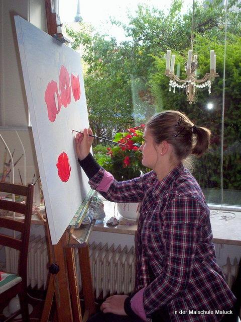 01 Ein Mohnbild in Acrylfarbe von Anne entsteht in der Malschule Maluck