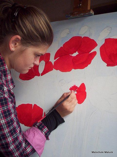 04 Ein Mohnbild in Acrylfarbe von Anne  entsteht in der Malschule Maluck