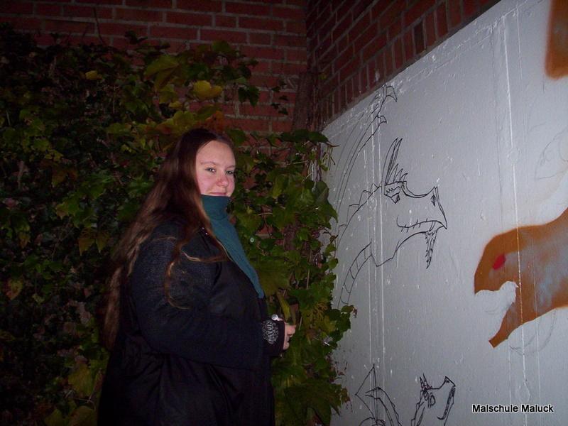 001 Lena beim Graffiti zeichnen